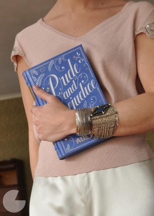 book-clutch-b