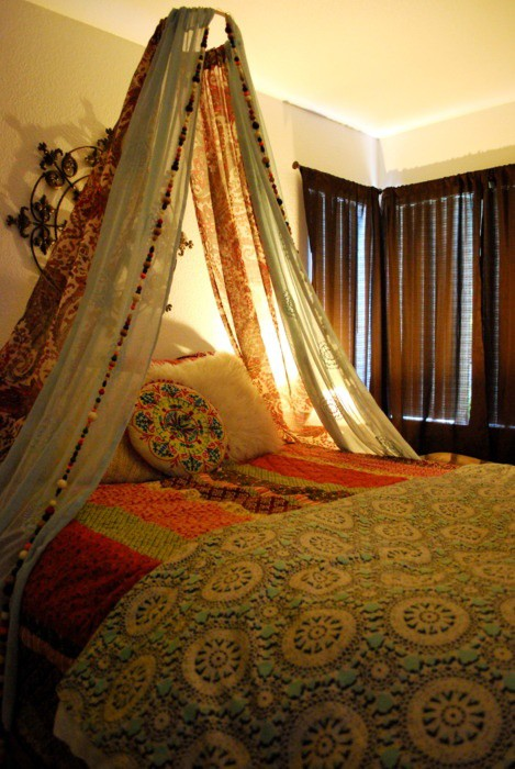 decorative-canopy-bed