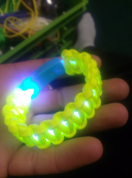 Glowing Paracord Bracelet from Instructables