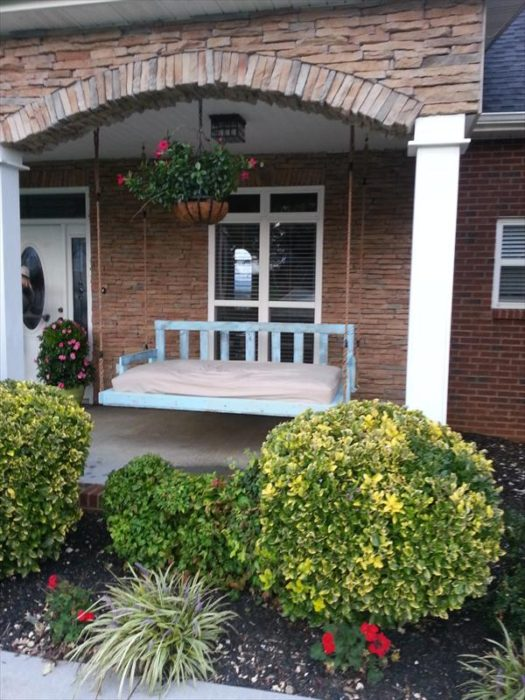 DIY Reclaimed Pallet Wood Porch Swing