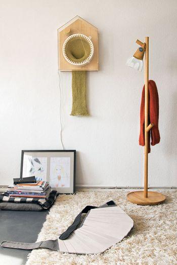 knitting-scarf-clock