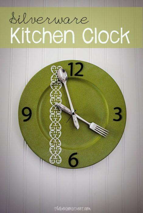 silverware-kitchen-clock