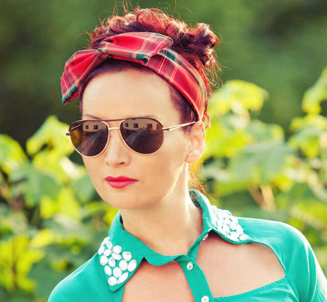 accessory-diy-tutorial-wire-headband-bendable-hairband-with-checked-pattern-hairband