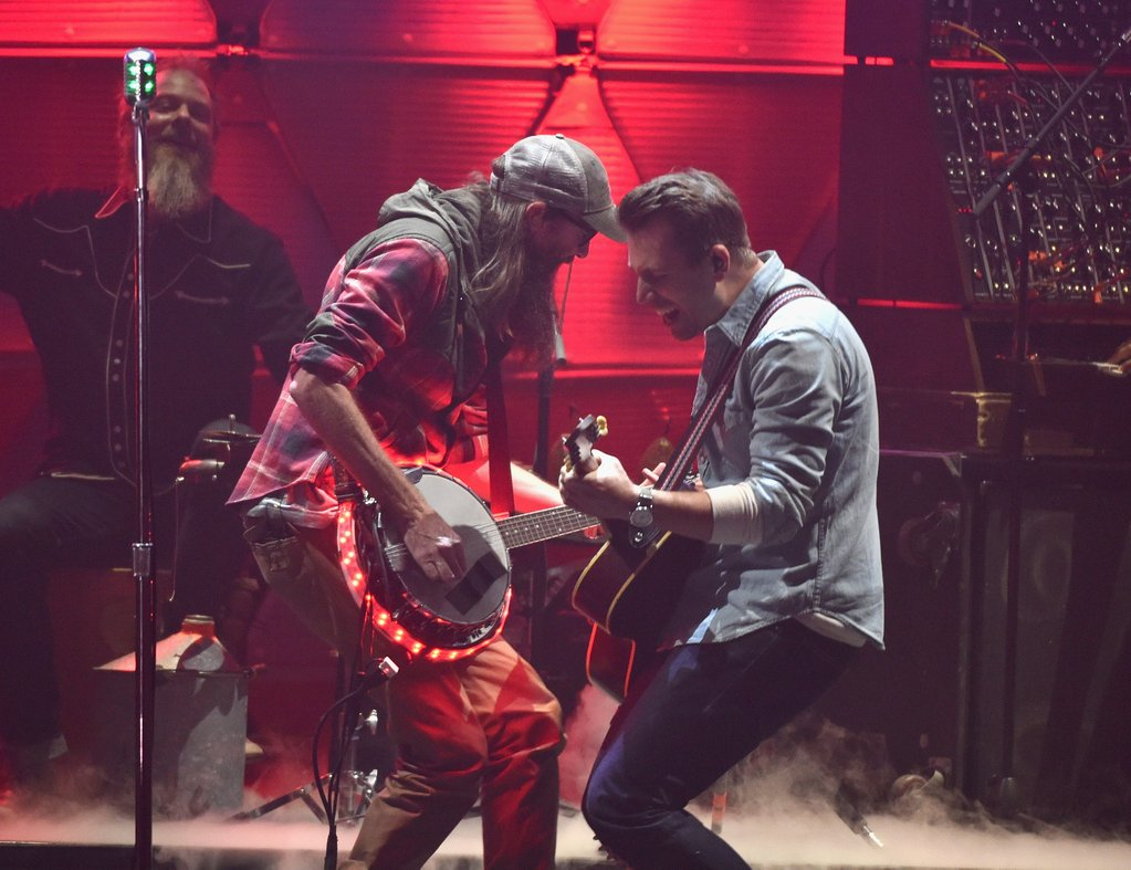 Video: Watch Crowder's Performance Of Lift Your Head Weary Sinner (Chains) At The Doves