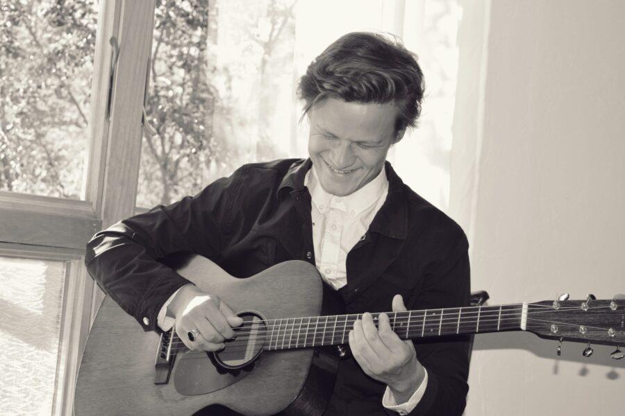 Audio: Johan Glidden - Sing a Song With No Words