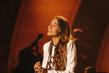 """Lauren Daigle Announces New Single """"Hold On To Me"""""""
