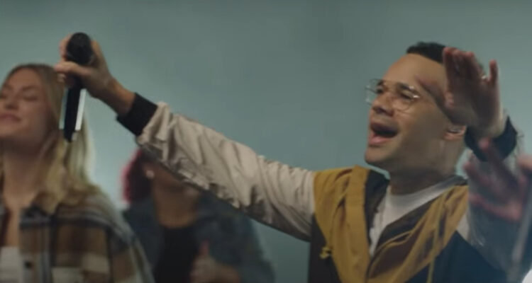 Video: Tauren Wells and Lakewood Worship - There's Nothing That Our God Can't Do (Passion Music)