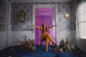 Riley Clemmons Releases Headspace Visuals
