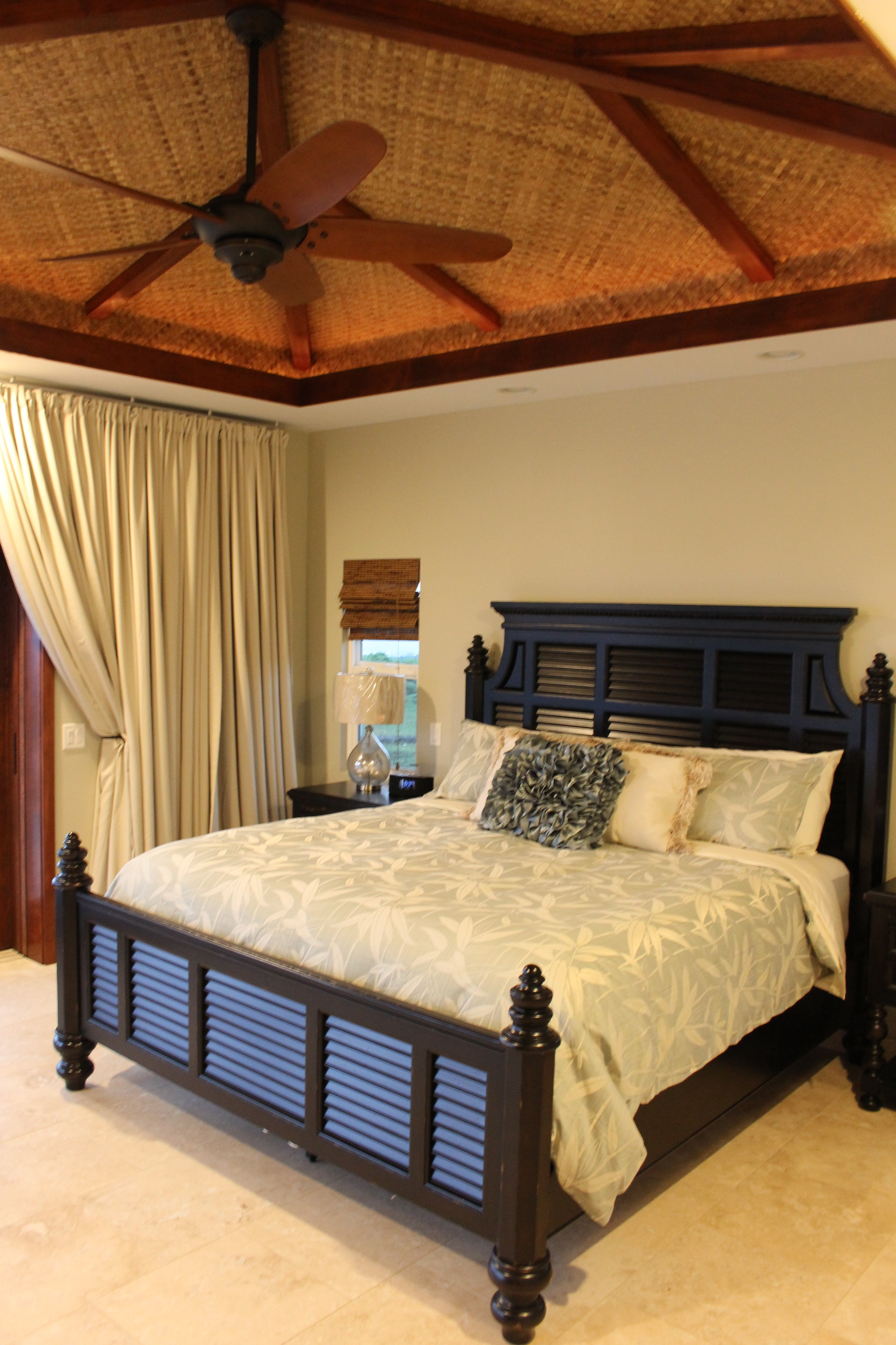 2nd master bedroom (king bed) with ocean view and