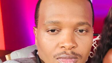 Photo of Entertainment Commentator Phil Mphela Mourns A Close Relative