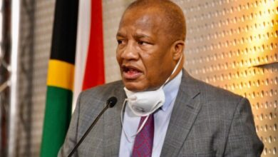 Photo of Tributes Pour In For Minister Jackson Mthembu Who Passed Away From Covid-19 Related Complications