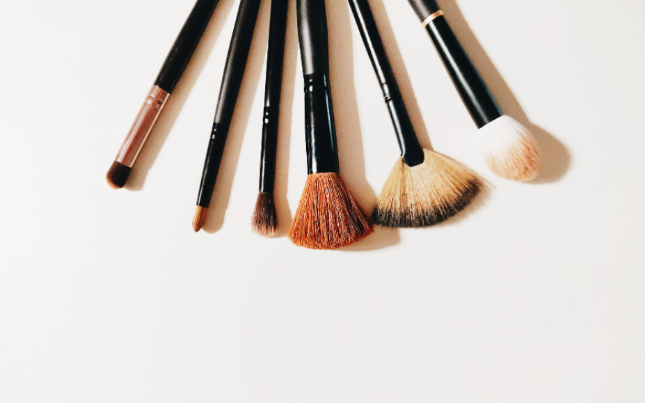 How to Pack Makeup Brushes for Travel