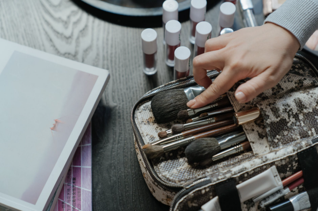 best way to store makeup brushes for travel