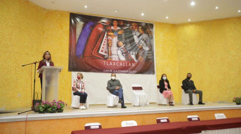 Maestros tlaxcaltecas respaldan a Lorena Cuéllar para que sea Gobernadora