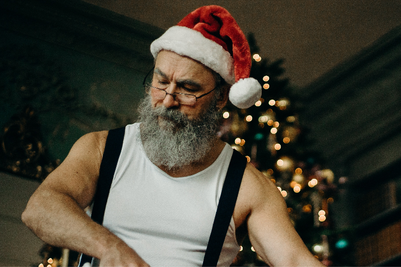 Local Man Finds Christmas Themed Porn More Distracting Than Arousing