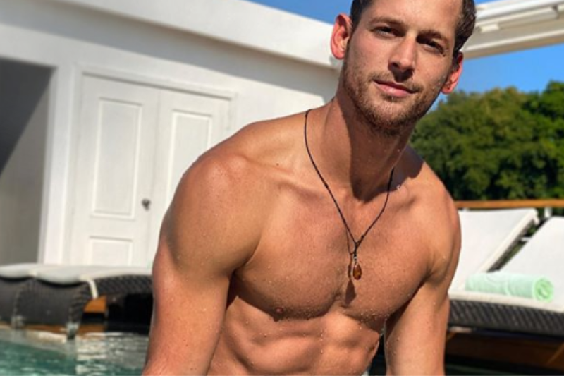 EXPOSED: Instagay Doesn't Actually Miss Summer