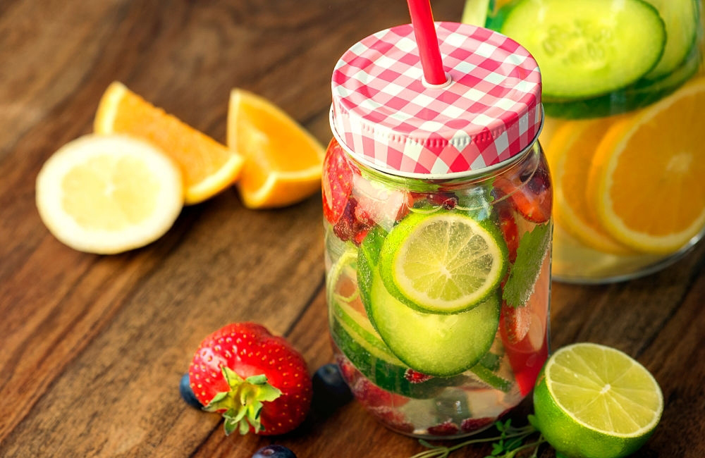 10 Benefits of Drinking Lemon Water for Detox and Weight Loss