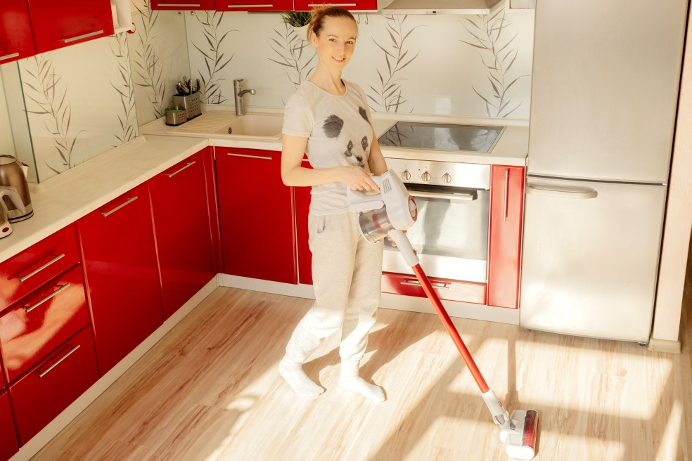 woman-cleaning-quarantine-red-wireless-vacuum-cleaner-stay-home-house-housework-people-interior_t20_xXPpeQ
