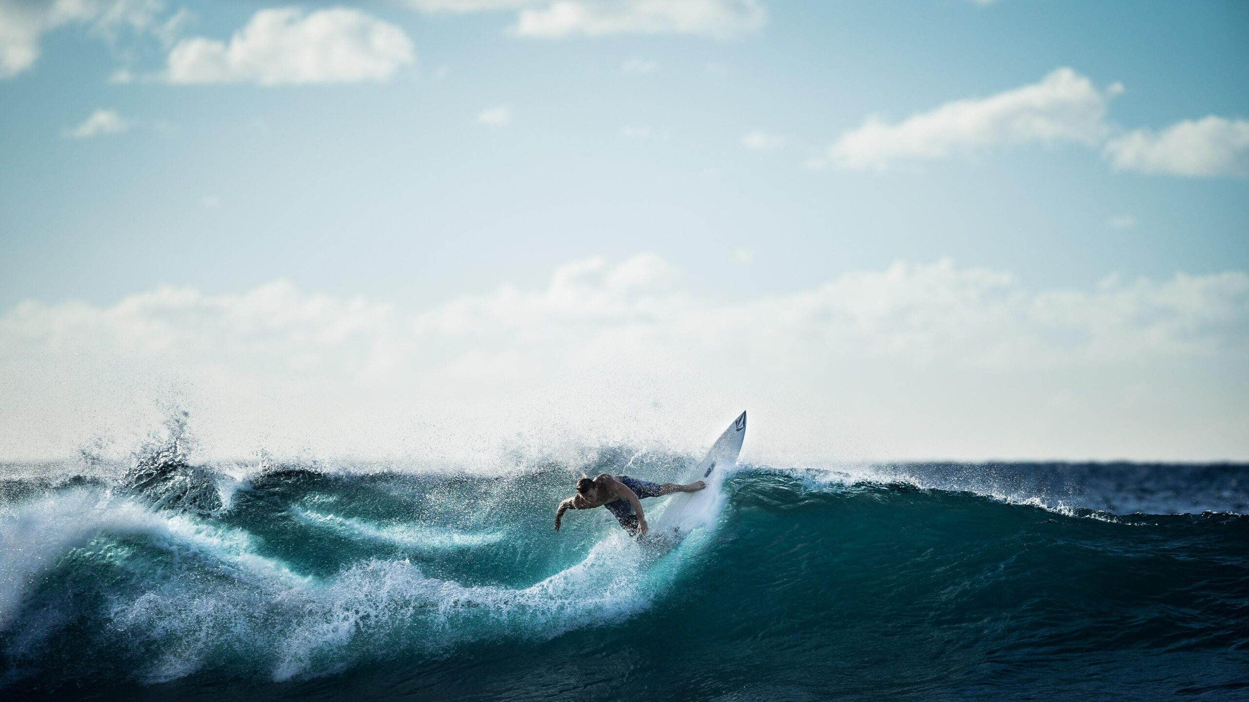 surfing, livestreaming, wave, riding the wave
