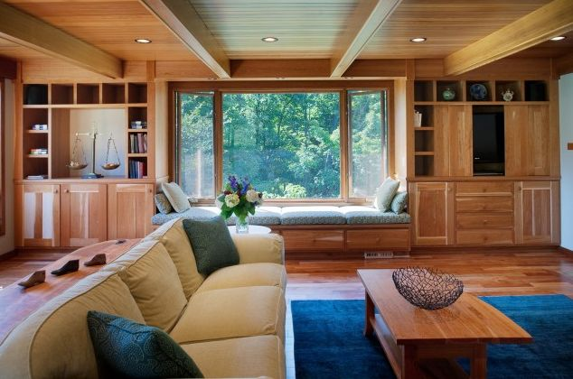 simple and subtle wood paneled ceiling incorporates the existing wooden beams seamlessly