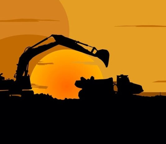 Top 7 Warning Signs Your Construction Equipment Needs Service