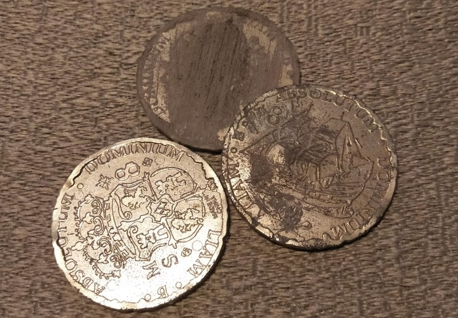 """A Guide To """"Pirates of the Caribbean"""" Screen Used Treasure. Stunt coins."""
