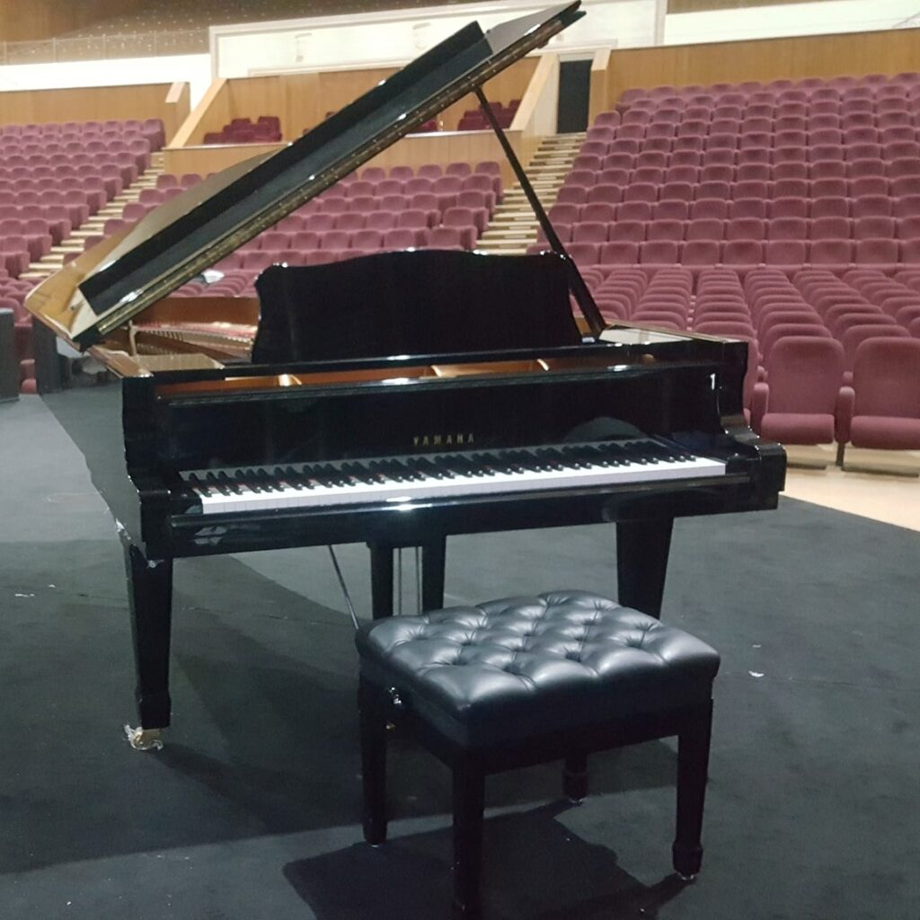 Yamaha C7 piano rental