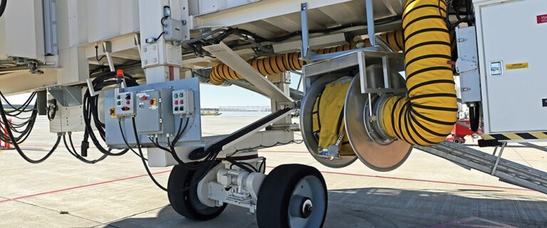 Hose reel atached to aviation ground support equipment