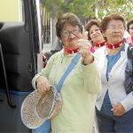 Polémica por nuevo servicio de paseadores de abuelos
