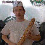 Detenido panadero por arrojarle manotada de harina a cajera que cumplía años