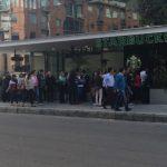Niño nace en fila de Starbucks