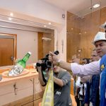 Vargas Lleras no se aguanta y organiza inauguración de arreglo de humedad en su casa