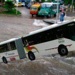 Buses de Transmetro llevarán motor fuera de borda para arroyos