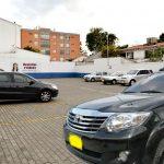 Se registra histórico ingreso de camioneta de escoltas a parqueadero