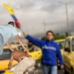 Taxistas linchan peatón que rechazó ofrecimiento de viajar con ellos
