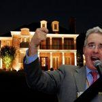 Uribe habría dado orden de encender todas las luces de su casa