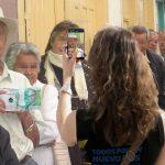 Banco de la República hace posar a colombianos con un mismo billete de 100 mil