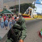 Venezolanos también cruzan la frontera tras pokemones