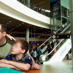 Desayunan en el aeropuerto El Dorado y se quedan sin dinero para sus vacaciones en Paris
