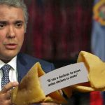 Duque decide esconder pistas de la reforma tributaria en galletas de la fortuna