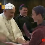 Papa Francisco gana campeonato interiglesias de manitas calientes