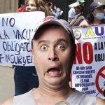 Humorista Jeringa atacado por turba antivacunas