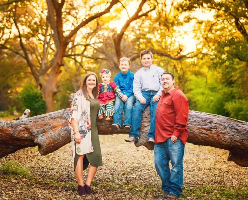 Waco family photo session under trees
