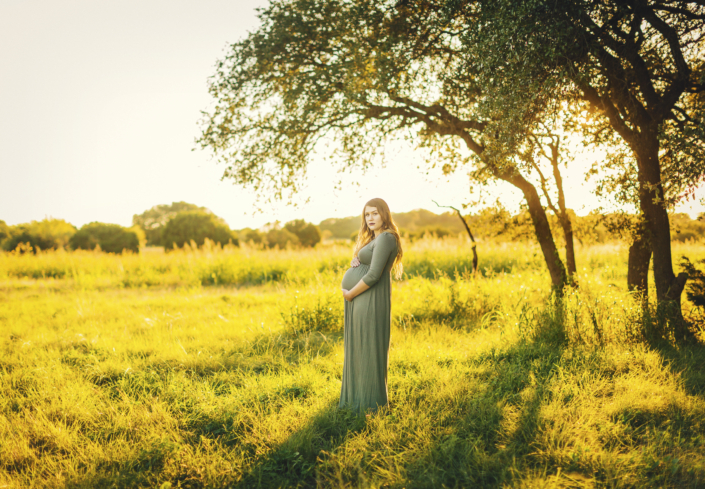 Outdoor maternity session in Waco