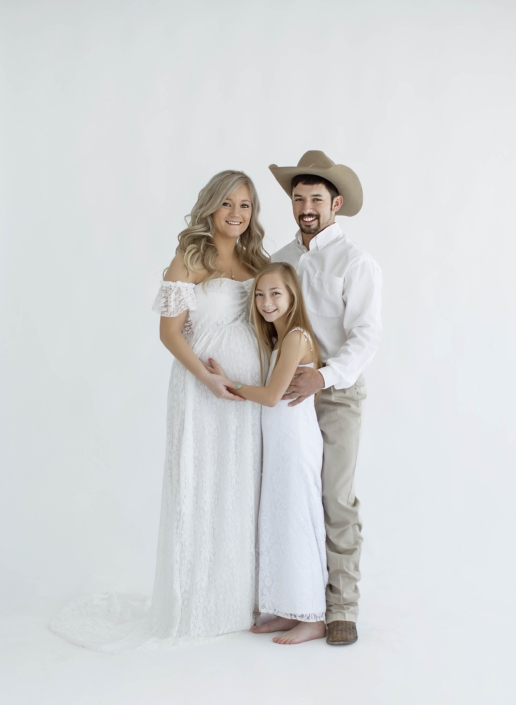 Waco Maternity photoshoot with husband and daughter