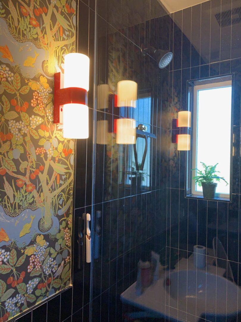 Pasadena bathroom wallpaper