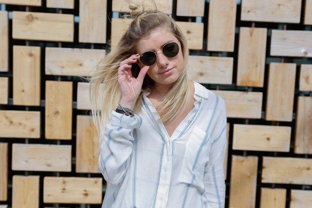 round ray ban sunglasses and striped shirt