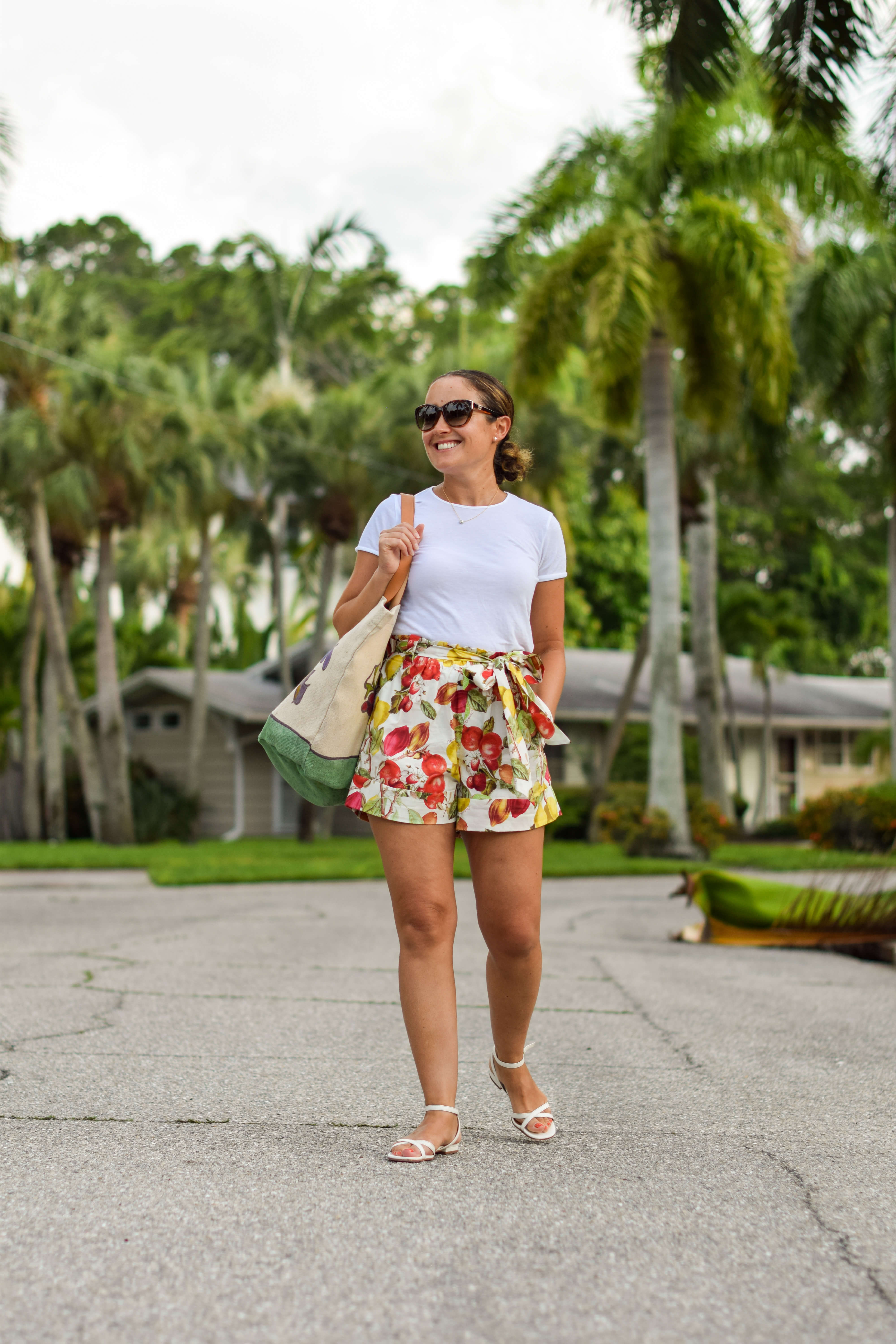 Cara Cara Shorts Vince Tee Mansur Gavriel Tote Margaux Shoes Look by Modnitsa Styling
