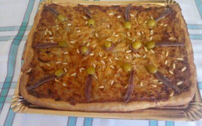 Torta de encebollado de atún y anchoas