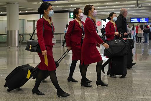 شركات الطيران وإنهاء عقود موظفيها وطواقمها